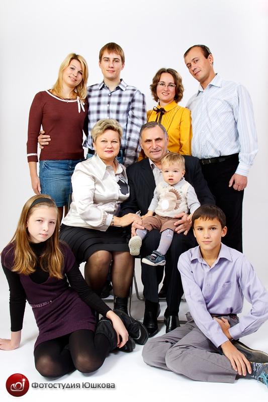 Съемка большой семьи в студии